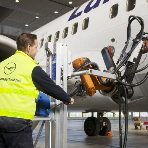 Human-Robot Teaming in Aircraft Maintenance. Credit: Lufthansa Technik AG